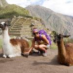 Ramona auf Machu Picchu mit Lamas