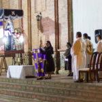 Messe vor der Kirche