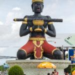 der Buddha mitten im Kreisel