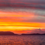 Sonnenuntergang mit Vulkan