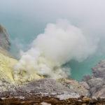 Hier strömen die giftigen Gase aus dem Gestein