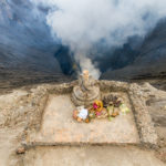 mit Spenden werden die Vulkangötter beruhigt